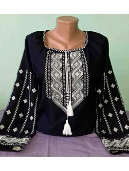 Вишиванка жіноча чорна, машинна вишивка, хрестиком і гладдю. Домоткане полотно або льон