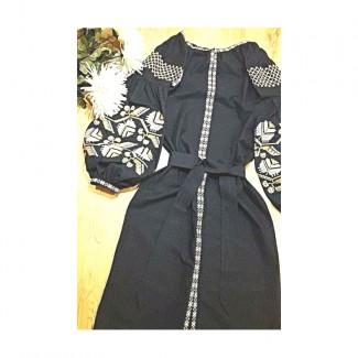 Платье вышитое, машинная вышивка крестиком. Лён или габардин